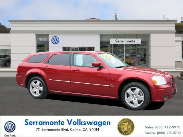 2005 DODGE MAGNUM RT red v8 57 liter hemi automatic must see  well maintained  runs great an